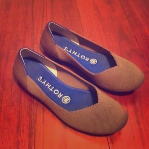 Rothys Charcoal flats with blue insoles Size 6.5
